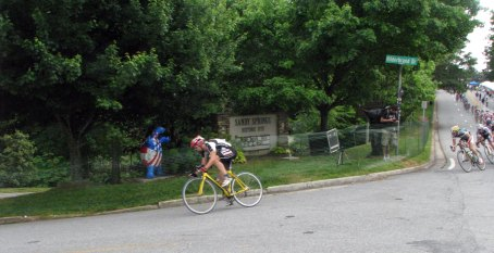 Me attacking with a few laps to go to bridge to Frank Travieso