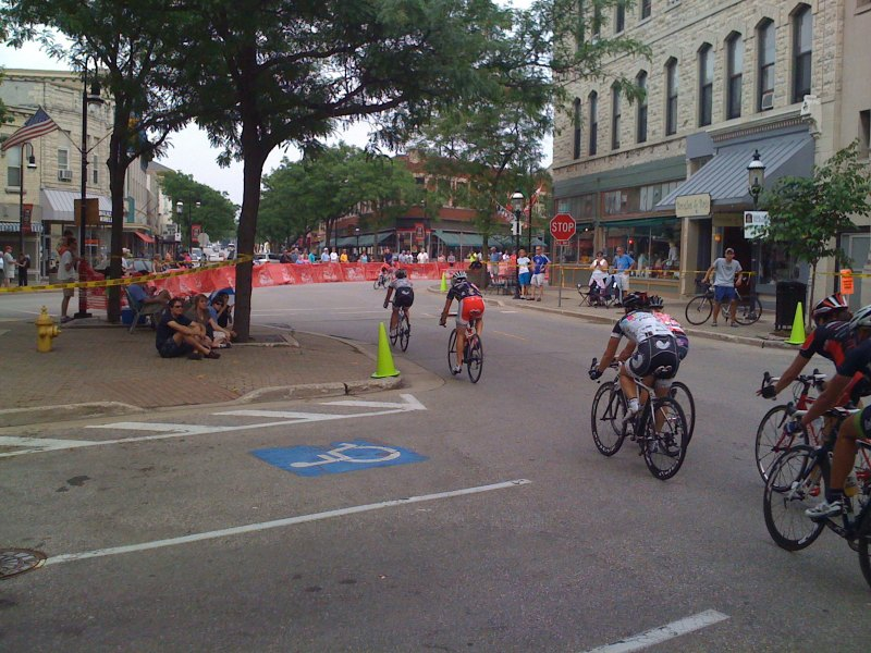 The front of the pro women's field heads into turn 1