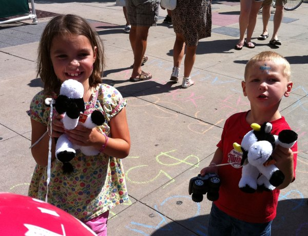 """Analise and Josiah show off their cowbell cows which cheered """"mooooove up"""" throughout the race"""