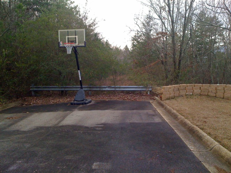 and here is the dead end ... complete with a basketball court