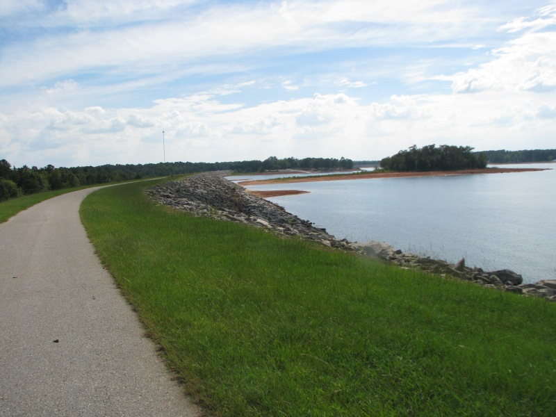 Looking towards the finish around the final bend in the dam