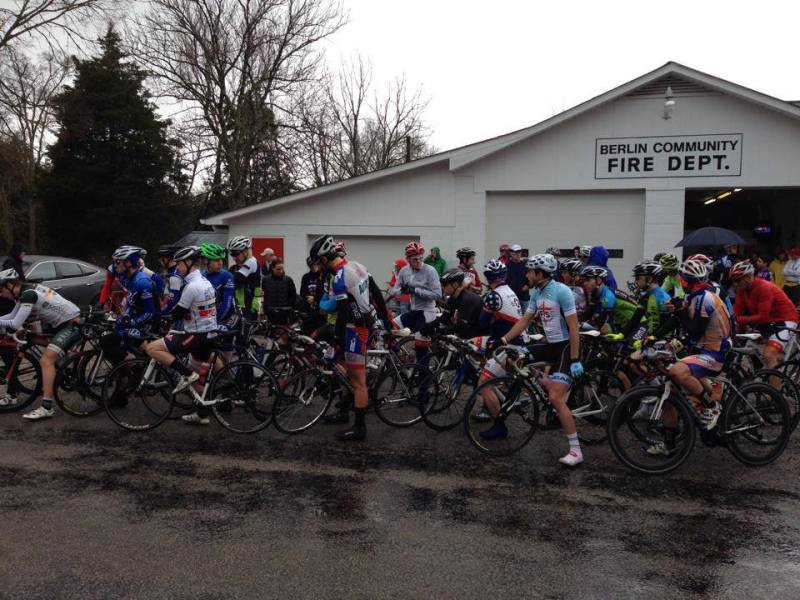 Before the start of the 2014 Hell of the South - pro-1-2 field, cold and wet!